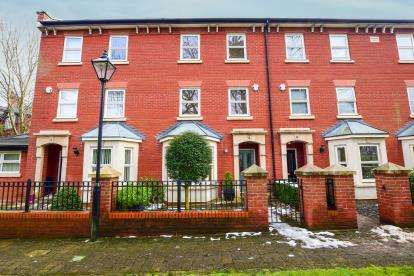 5 Bedrooms Terraced House for sale in The Gerrards, Gee Cross, Hyde, Greater Manchester