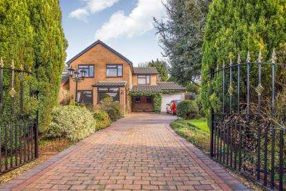 4 Bedrooms Detached House for sale in Lancaster Avenue, Leyland, Preston, Lancashire