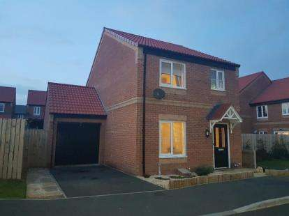 3 Bedrooms Detached House for sale in Beechwood Grove, Colburn, Catterick Garrison, North Yorkshire
