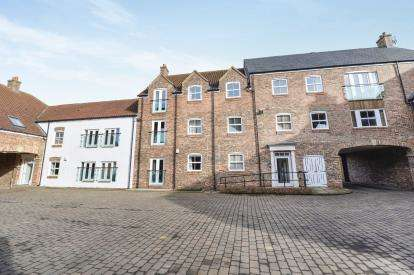 2 Bedrooms Flat for sale in Stephenson House, The Old Market, Yarm, Stockton On Tees