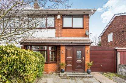 3 Bedrooms Semi Detached House for sale in Rayden Crescent, Westhoughton, Bolton, Greater Manchester, BL5