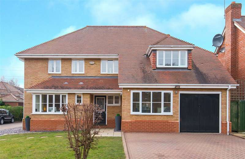 5 Bedrooms Detached House for sale in Dominic Court, Beaulieu Drive, Waltham Abbey, Essex