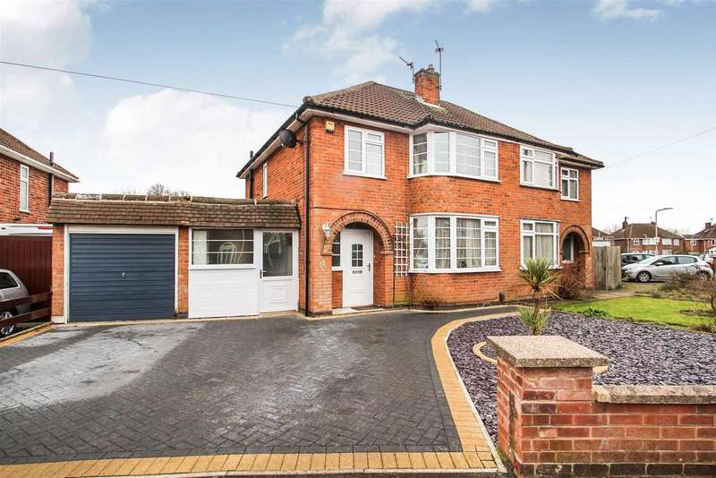 3 Bedrooms Detached House for sale in Queensgate Drive, Leicester