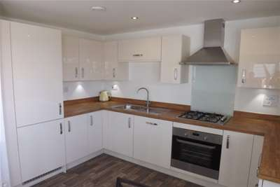 2 Bedrooms Flat for rent in Vespasian Road, Fairfields, MK11