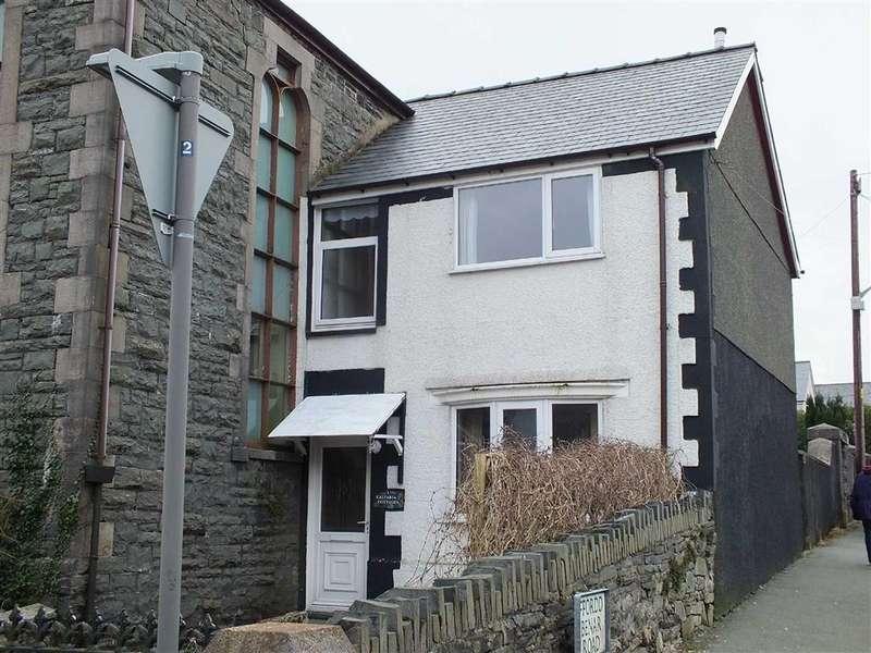 2 Bedrooms Cottage House for sale in Heol Towyn, Blaenau Ffestiniog