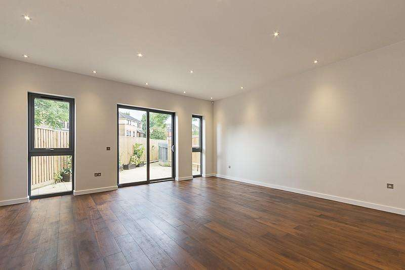 5 Bedrooms House for rent in Chiswick Crescent, London, W4