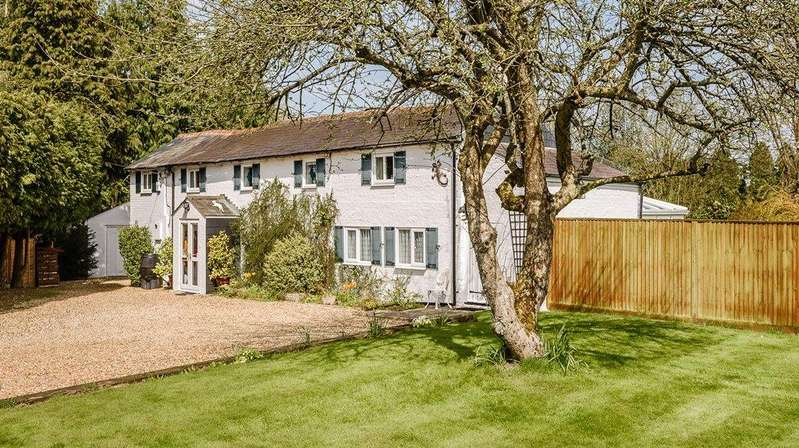 3 Bedrooms Detached House for sale in Bishops Green, Newbury, Hampshire, RG20