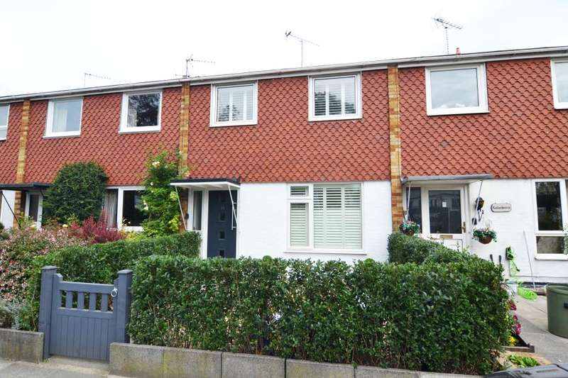 3 Bedrooms Terraced House for sale in Hampton Road, Hampton Hill, TW12
