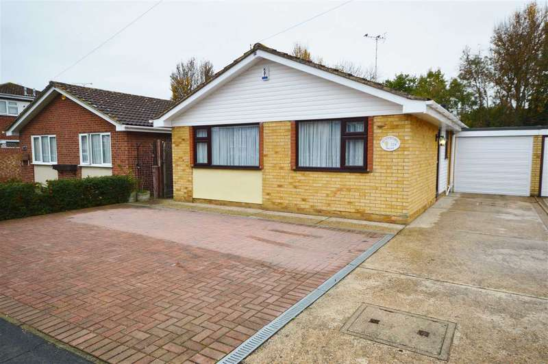 3 Bedrooms Detached Bungalow for rent in Beauchamps Drive, Wickford