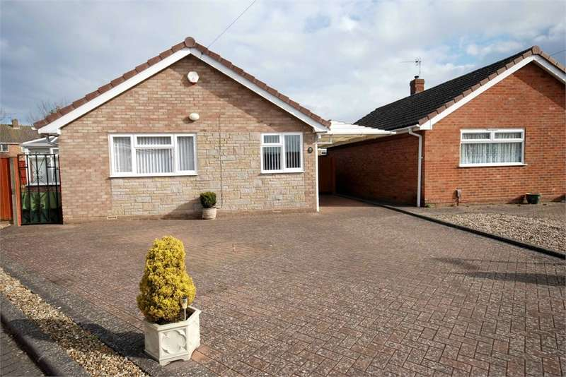 2 Bedrooms Detached Bungalow for sale in Hamlet Close, Woodlands, RUGBY, Warwickshire
