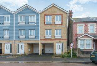 3 Bedrooms Terraced House for sale in Russell Road, Gravesend, Kent