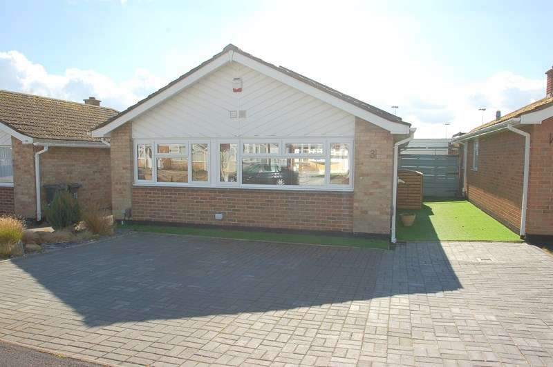 2 Bedrooms Detached Bungalow for sale in Martello Close, Alverstoke, Gosport