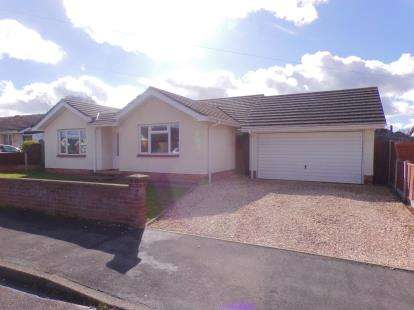 4 Bedrooms Bungalow for sale in Upton, Poole, Dorset