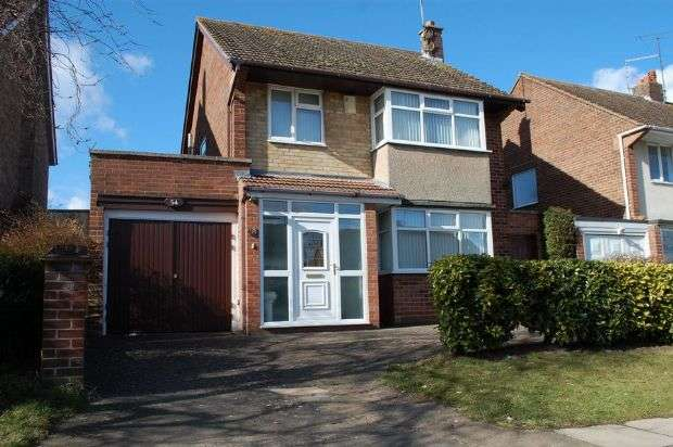 3 Bedrooms Detached House for sale in Cotswold Avenue, Duston, Northampton NN5 6DR