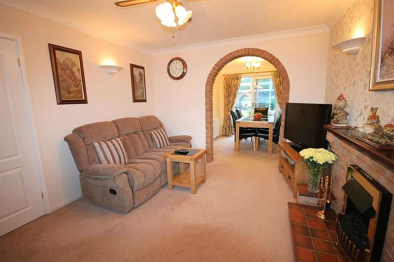 3 Bedrooms Detached House for sale in Everglade Road, Wood End, CV9 2RR