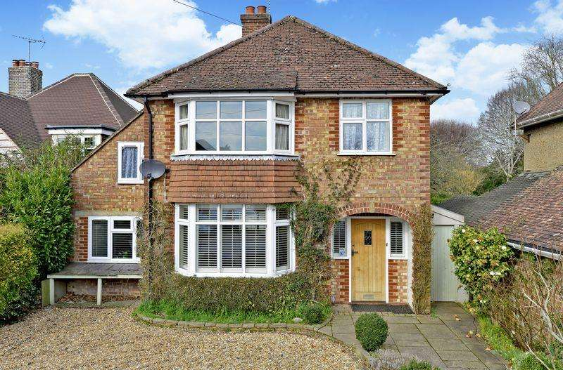 4 Bedrooms Detached House for sale in Busbridge