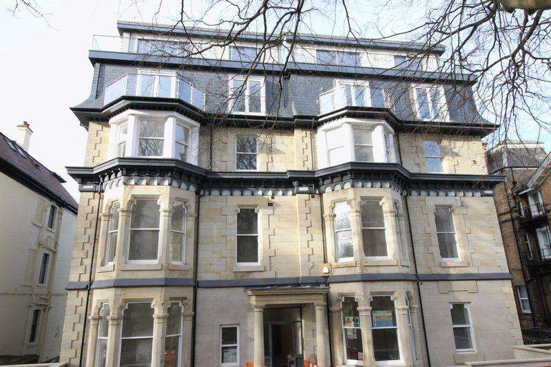 2 Bedrooms Apartment Flat for sale in Carlton House, Belmont Road, South Cliff, Scarborough