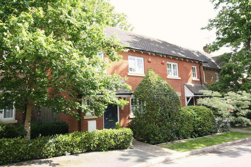 3 Bedrooms Terraced House for rent in West Street, Crawley