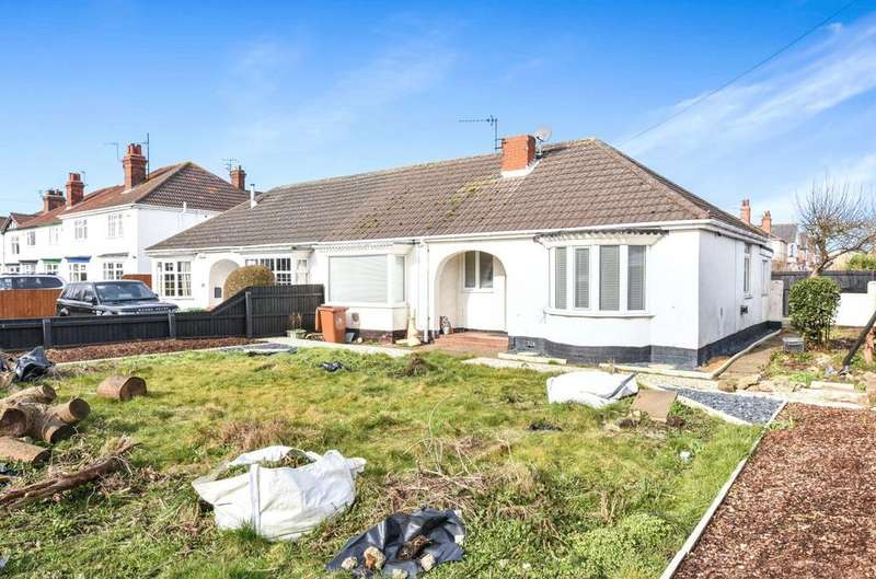 2 Bedrooms Semi Detached Bungalow for sale in Clee Road, Grimsby, DN32