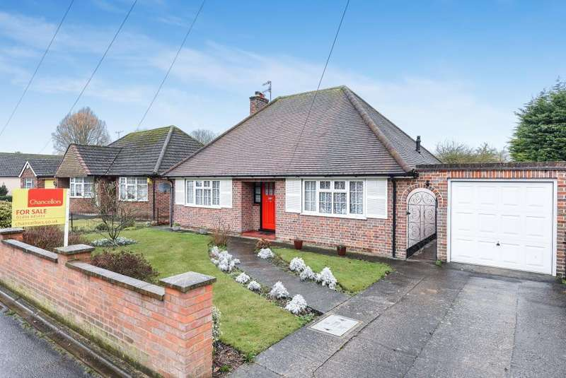 3 Bedrooms Detached Bungalow for sale in High Wycombe, Buckinghamshire, HP11