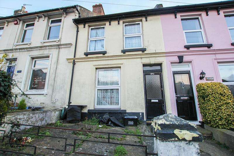 2 Bedrooms Terraced House for sale in Mount Pleasant Road, Hastings, East Sussex. TN34 3SR