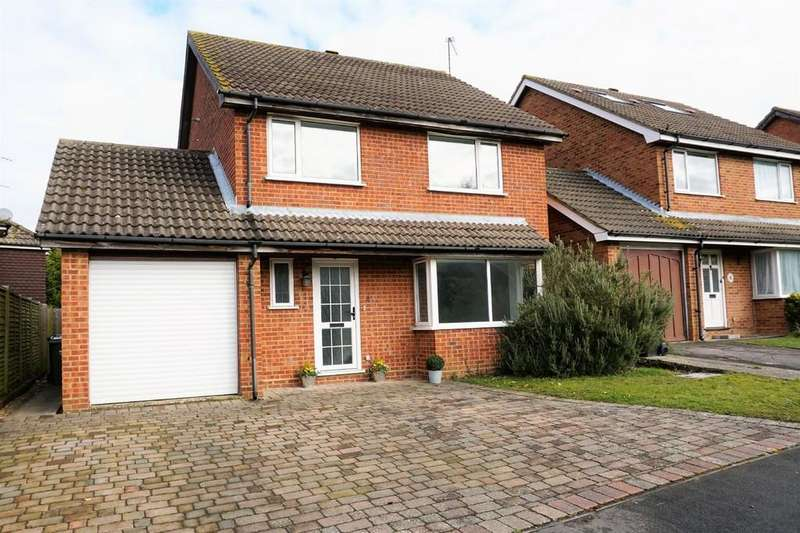 4 Bedrooms Detached House for sale in Chatfield Drive, Merrow, Guildford GU4 7XP
