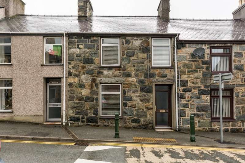 3 Bedrooms Terraced House for sale in Rhedyw Road, Llanllyfni, North Wales