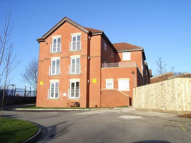 3 Bedrooms Flat for rent in Green Tree Court, Benwell Village, NEWCASTLE UPON TYNE, Tyne and Wear