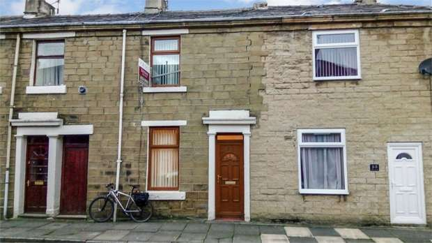 2 Bedrooms Terraced House for sale in Albert Street, Clayton le Moors, Accrington, Lancashire