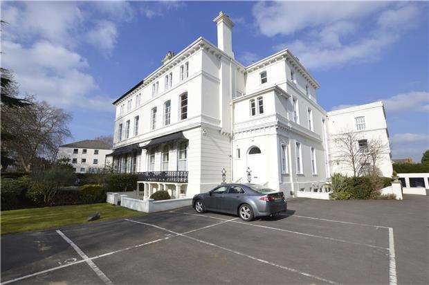 2 Bedrooms Flat for sale in Pittville Circus Road, CHELTENHAM, Gloucestershire, GL52 2PZ