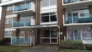 2 Bedrooms Flat for sale in Walberton Court, Wallace Avenue, Worthing, West Sussex