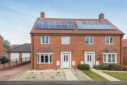 4 Bedrooms Semi Detached House for sale in Brundall, Norwich, Norfolk