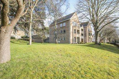 2 Bedrooms Flat for sale in Elm Grove, Taunton, Somerset