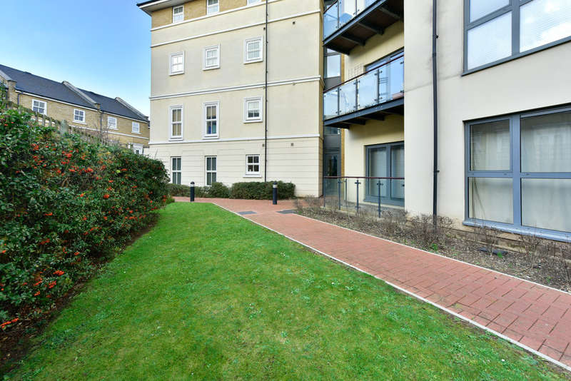2 Bedrooms Flat for sale in Canal Boulevard, NW1 9AQ