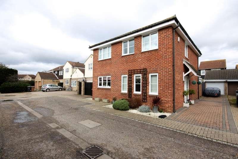 4 Bedrooms Detached House for sale in Henniker Gate, Chelmer Village