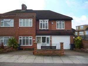 5 Bedrooms Property for sale in Alders Road, Edgware