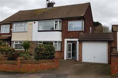 3 Bedrooms House for rent in Sholden Road, Strood