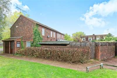 3 Bedrooms Semi Detached House for rent in Manor Fields, GU8