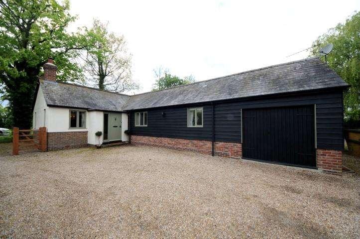 2 Bedrooms Bungalow for rent in Warwicks Corner, White Roding, Essex