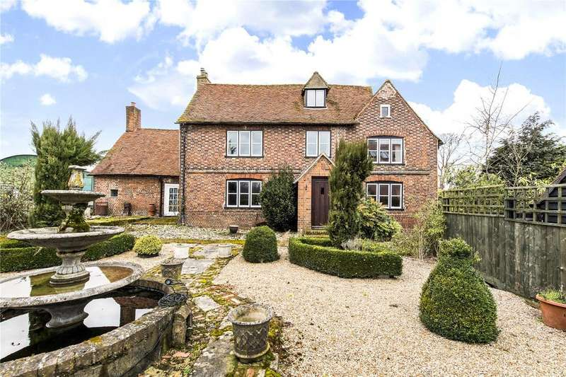 4 Bedrooms Detached House for sale in Lybury Lane, Redbourn, St. Albans, Hertfordshire, AL3