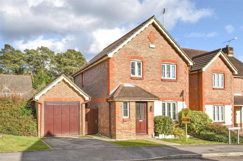 3 Bedrooms Detached House for sale in Francis Way, Camberley, Surrey