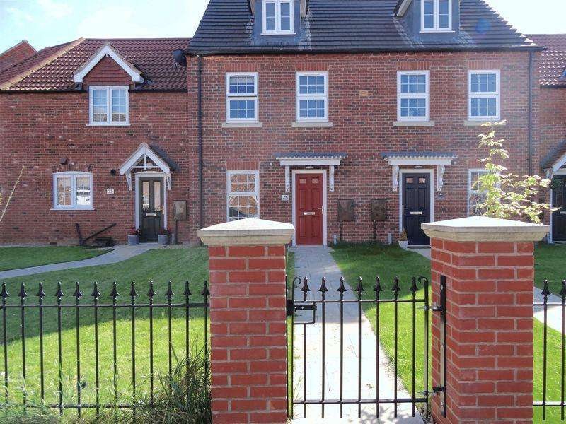 3 Bedrooms Terraced House for sale in The Hayfields, Spalding