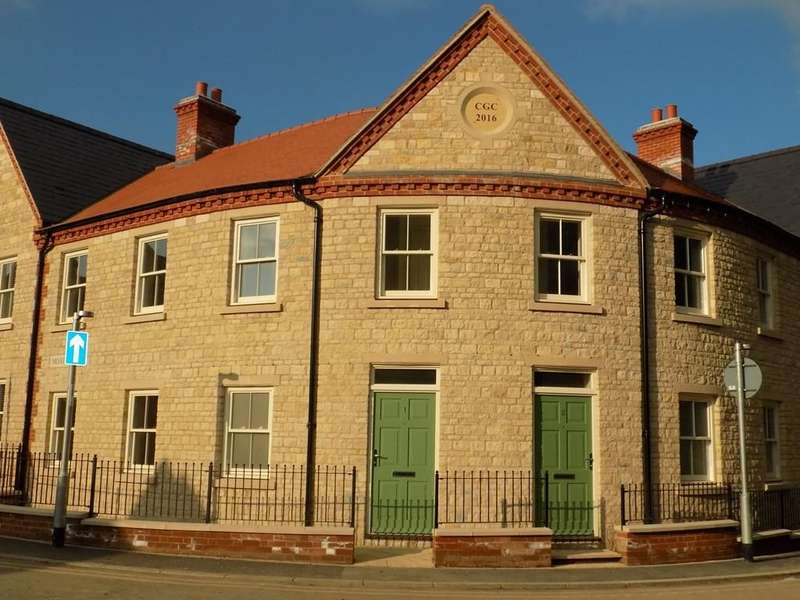 3 Bedrooms Terraced House for rent in Chantry Lane, Towcester