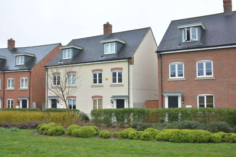 3 Bedrooms Semi Detached House for sale in Quicksilver Way, Andover