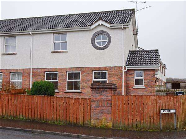 3 Bedrooms Semi Detached House for sale in 3 Ashdale