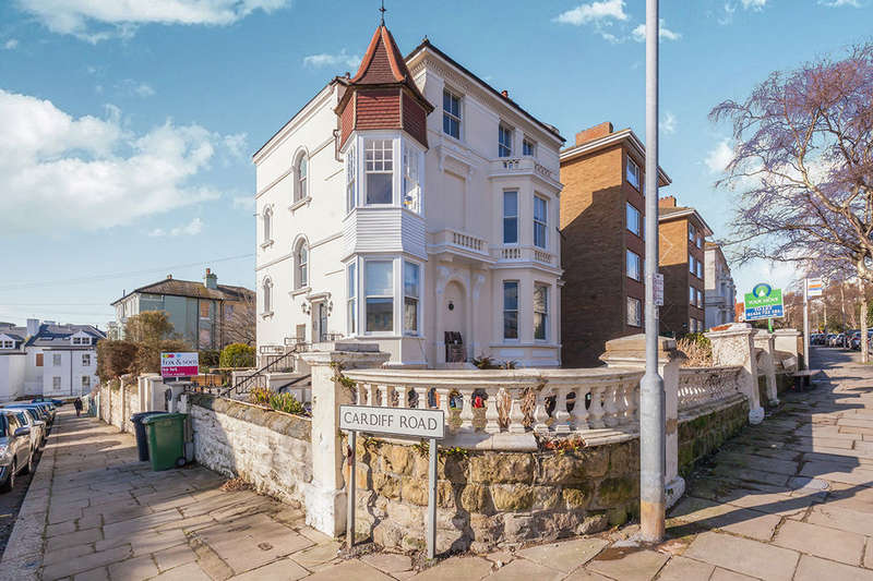 2 Bedrooms Flat for rent in Pevensey Road, St. Leonards-On-Sea, TN38