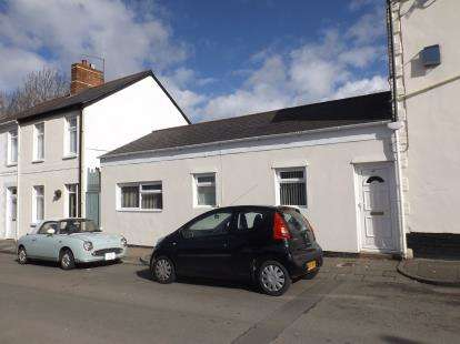 2 Bedrooms Flat for sale in Pill Street, Penarth, Vale of Glamorgan