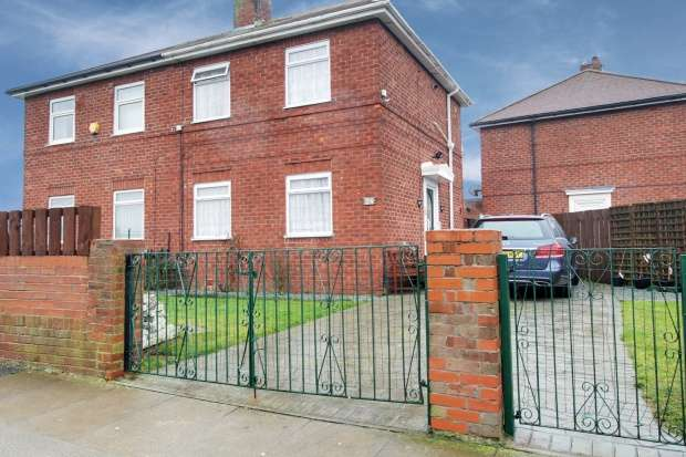 3 Bedrooms Semi Detached House for sale in Bradley Avenue, South Shields, Tyne And Wear, NE34 6PA