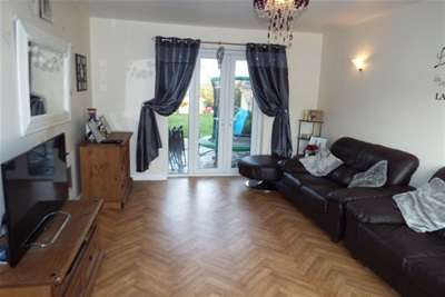 3 Bedrooms Semi Detached House for rent in Holland Street, Crewe, CW1