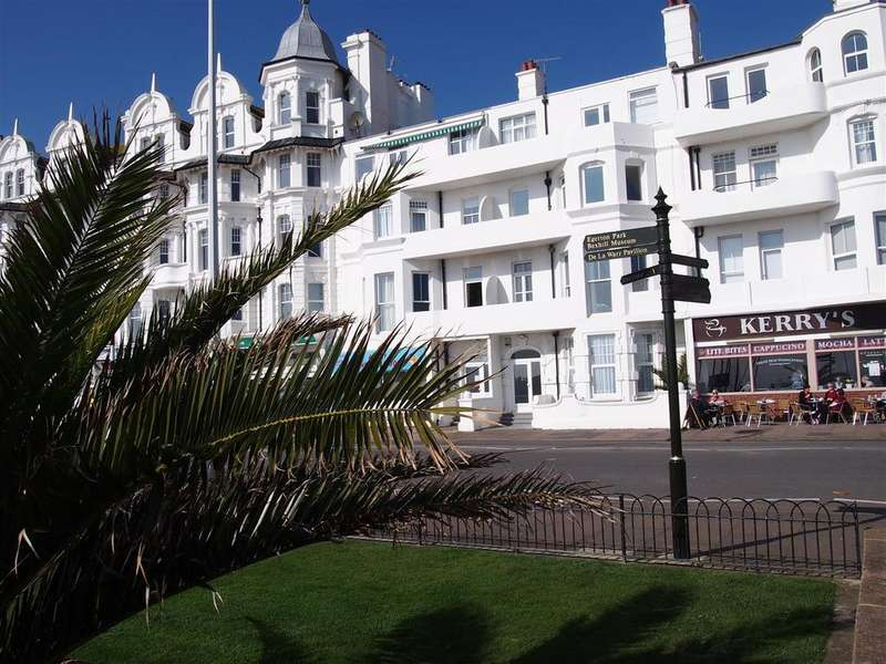 2 Bedrooms Flat for sale in Marina, Bexhill-On-Sea